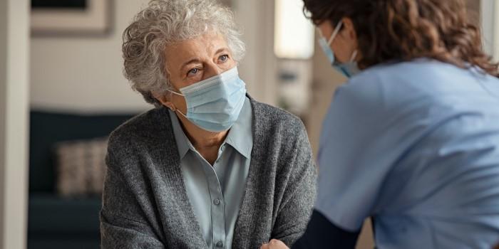 Halverad risk att sprida smitta som vaccinerad