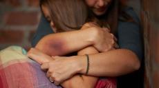 Regeringen förstärker arbetet med att förebygga våld i nära relationer